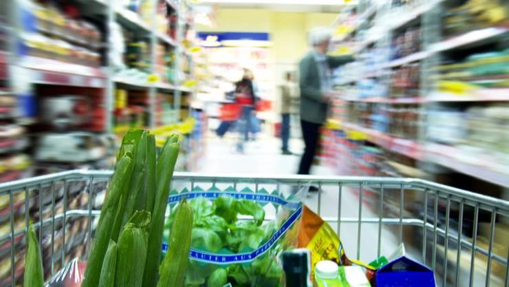 Der Verkauf von Lebensmitteln, welche die schweizerischen technischen Vorschriften nicht erfüllen, untersteht heute einer Bewilligungspflicht.  (Symbolbild)