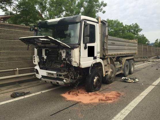 Auch der Lastwagenfahrer wurde beim Unfall auf der Höhe Liestal verletzt und musste ins Spital gebracht werden.