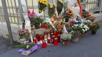 Zeichen der Trauer am Ort des Unfalls