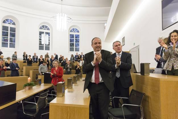 Applaus für den abtretenden Ratspräsidenten Benjamin Giezendanner, nach seiner Abschiedrede an der letzte Grossratssitzung im Jahr 2017, 12. Dezember im Grossratsgebäude Aarau.
