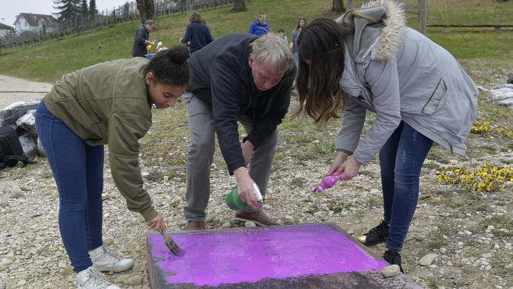 Die beiden Künstler Ueli Studer und Claude Barbey führen mit Schulklassen des Bachtelen ein Kunstprojekt durch. Es dauert bis Anfang Juni.