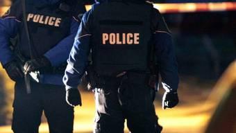 Nach einer kurzen Verfolgungsjagd zu Fuss konnten sie ihn bei der Wachtbrücke einholen und verhaften (Symbolbild).