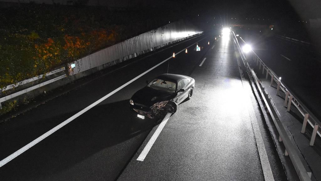 Auto nach Selbstunfall auf der Autobahn zurückgelassen