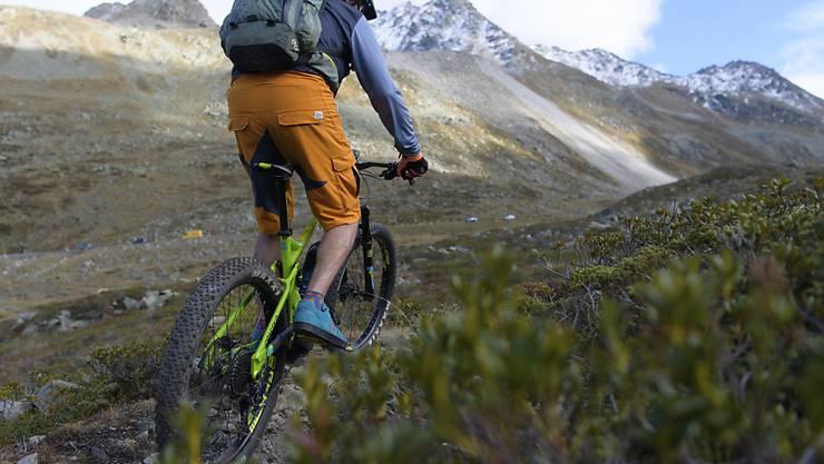 Der Verkauf von E-Mountainbikes ist im vergangenen Jahr um über 50 Prozent auf rund 54'000 Stück angestiegen. (Archivbild)
