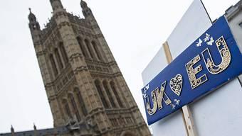 In der Kontroverse um die Ausführung des Brexit will London nunmehr das Ausstiegsdatum Grossbritanniens aus der EU verschieben, um mehr Zeit zu gewinnen. (Archivbild)