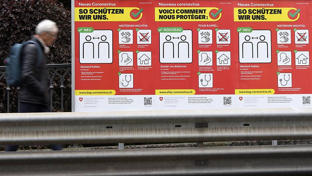 In der Schweiz und in Liechtenstein sind dem Bundesamt für Gesundheit (BAG) am Sonntag 475 neue Coronavirus-Ansteckungen und vier weitere Todesfälle innert eines Tages gemeldet worden.
