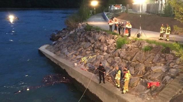 Beznau-Insel Döttingen: Lieferwagen geht schwimmen