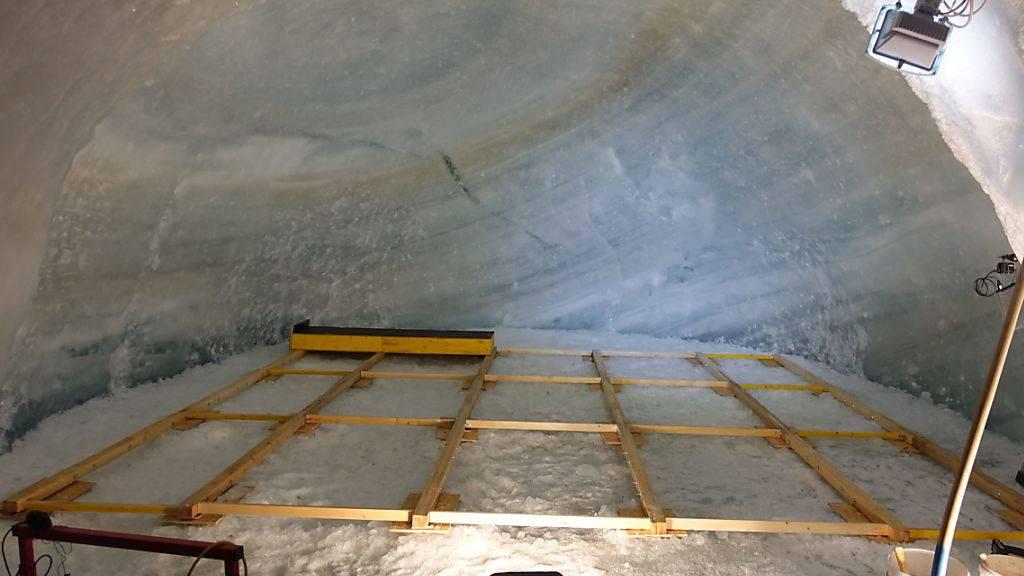 Im Dorfzentrum von Zermatt ist bis Ende Juni eine Bleibe für künftige Mondreisende zu besichtigen. «Igluna» wurde von 20 Studententeams aus ganz Europa entwickelt.
