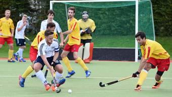 Die Männer des HC Olten (am Ball Captain Mirko Hug) stiegen heuer zum ersten Mal aus der höchsten Spielklasse der Schweiz ab.