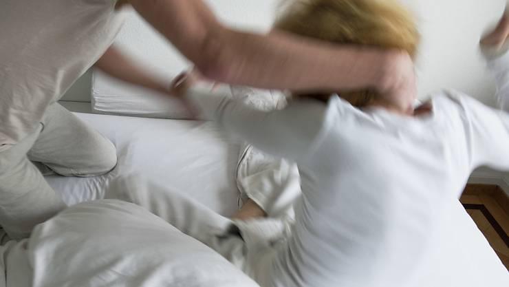 Die EU-Minister haben am Freitag über häuslicher Gewalt in Corona-Zeiten diskutiert. Bundesrat Alain Berset nahm an der Videokonferenz teil. (Symbolbild)