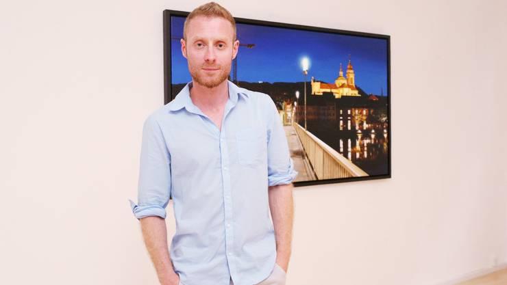 Das Besondere an den Werken von Sam Foley: Er kombiniert Gemaltes mit Videosequenzen.