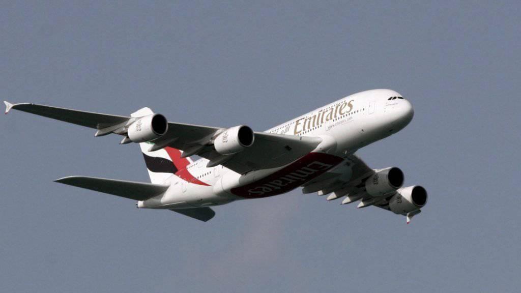 Ein Airbus A380 der Fluggesellschaft Emirates blieb während mehr als 17 Stunden in der Luft - der Flug von Dubai nach Auckland war der längste Linienflug der Welt. (Archiv)