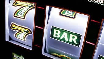 Überall treibt es die Senioren an die Spieltische und Glücksspielautomaten. (Symbolbild)
