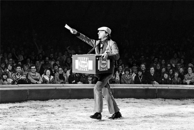 Saisoneröffnung im Circus Knie 1977: Emil war Glaceverkäufer, Teppichleger, Zuschauer mit «Logenplatz» und sogar Löwenbändiger und Tierwärter.