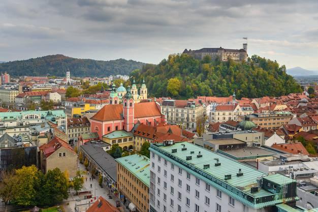 Längst kein Geheimtipp mehr, aber immer wieder einen Besuch wert: die Stadt Ljubljana. Bild: Getty Images