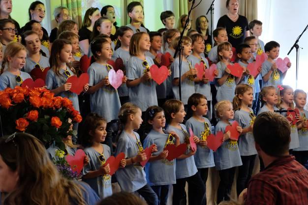 Der Chor steht unter der musikalischen Leitung von Gabriela Bächinger ...