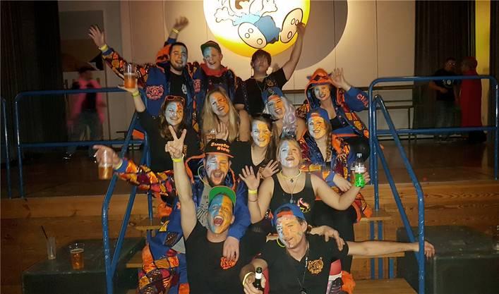 Eine Gruppe Sumpfer-Stilzli feierte den Fasnachtsbeginn in Eichberg SG.