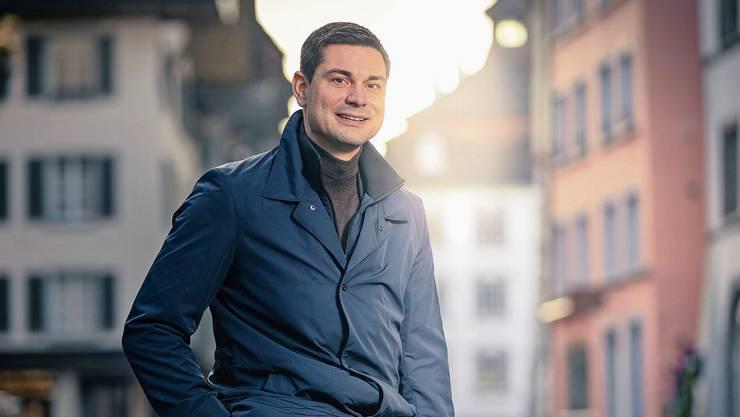 Der neue Gewerbeverbandspräsident Benjamin Giezendanner setzt sich für das Überleben des Gewerbes, wie hier in der Aarauer Altstadt, ein.