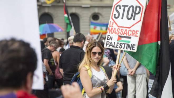 Gegen den Krieg: Gestern demonstrierten zahlreiche Menschen in Bern. Foto: Keystone