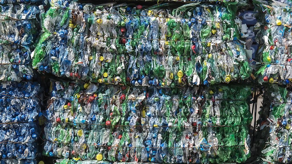 Zahlreiche in Plastik enthaltene Chemikalien gelten als potentiell besorgniserregend. Das zeigen ETH-Forschende in einer systematischen Bestandsaufnahme. (Themenbild)