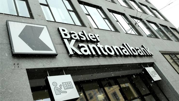 Leichte Schieflage: Bei der Basler Kantonalbank fliesst im ersten Halbjahr Geld ab.