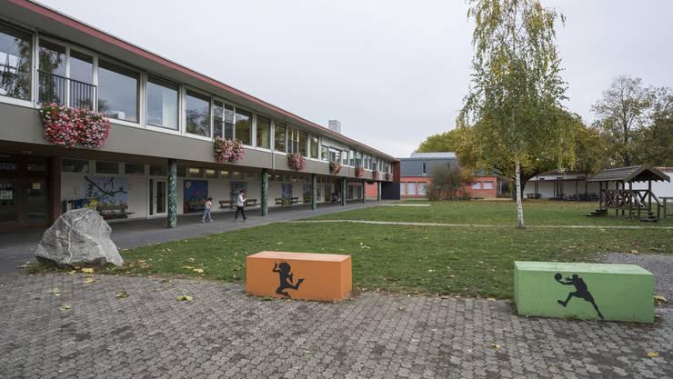 Blick auf die Schulanlage Dohlenzelg in Windisch.