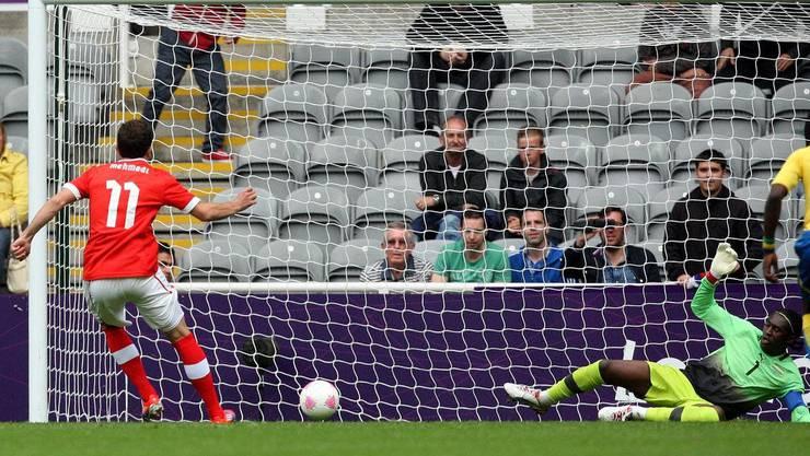 Admir Mehmedi wandelt in der fünften Minute einen Penalty zum 1:0 um