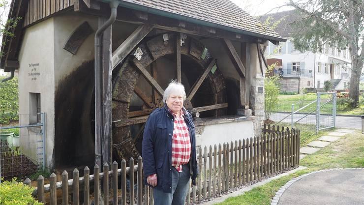 Max Mahrer vor dem Möhliner Mühlerad. Dieses soll für 45000 Franken saniert werden. Thomas Wehrli