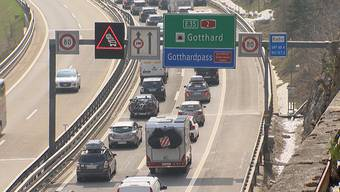 Am Gotthard staute sich der Verkehr am Samstag zeitweise auf 14 Kilometer.