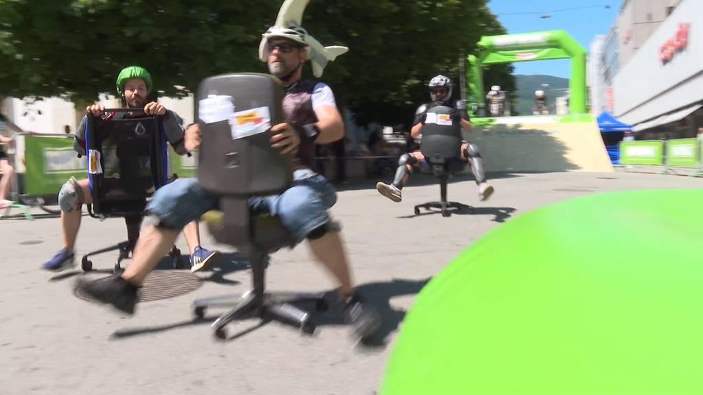 Kuriose Abfahrt: Bürostuhlrennen-WM