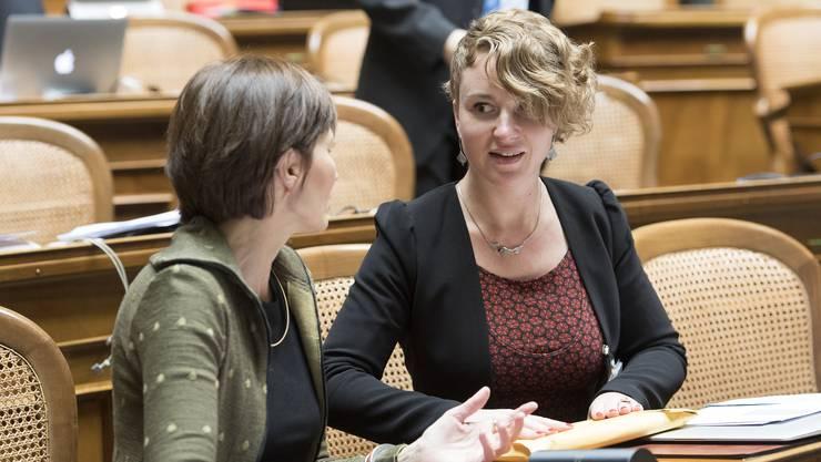 Neo-Nationalrätin Irène Kälin im Gespräch mit Parteipräsidentin Regula Rytz.