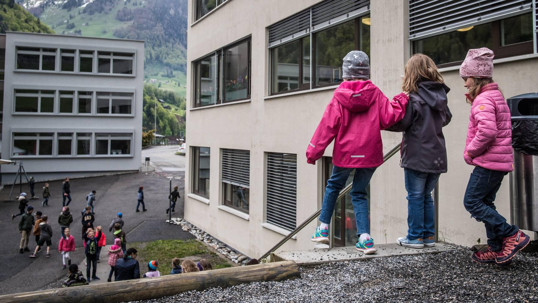 Die Nidwaldner Volksschulen verlängern ihre Schulferien um drei Tage. (Symbolbild)