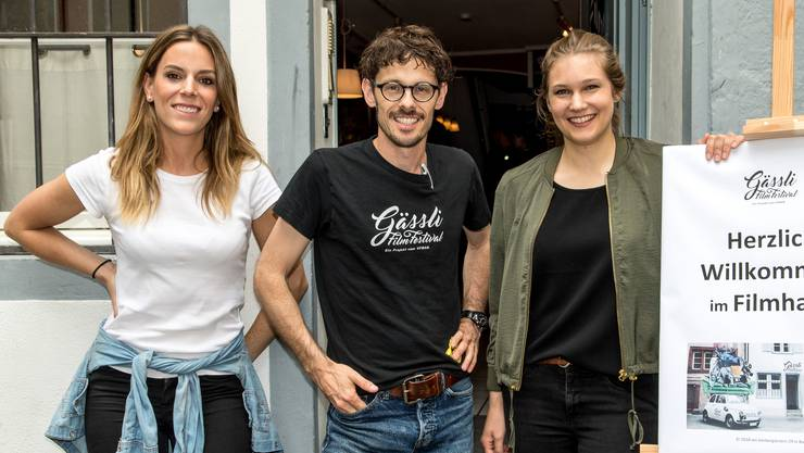Freuen sich über den neuen Standort: Eva Matt, Giacun Caduff und Laura Frei