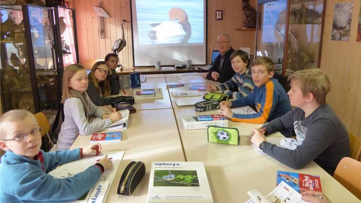 Bereit für den theoretischen Unterricht im Lokal des Vereins Natur- und Vogelschutz Balsthal.