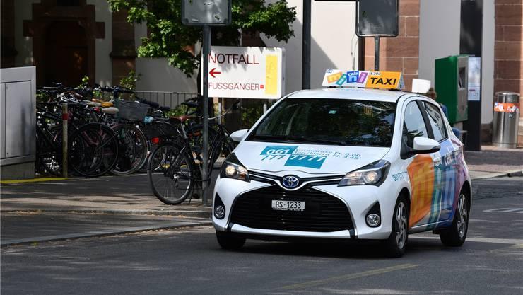Mit dem Taxi von der Basler Notfallstation ins Bruderholzspital: Bei hoher Bettenbelegung kann das durchaus vorkommen. Juri Junkov