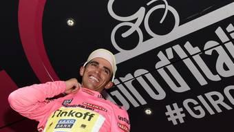 Alberto Contador verliert auf der zweitletzten Etappe zwar 2:25 Minuten, wird am Sonntag in Mailand aber trotzdem im rosa Leadertrikot einfahren