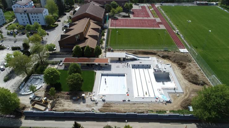 Die neue Technikanlage befindet sich nun auf dem Areal des Schwimmbads.