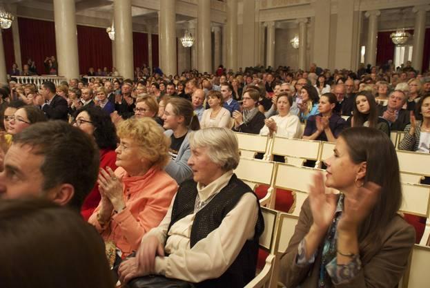 Zuschauer in St. Petersburg nach dem ersten modernen Stück.