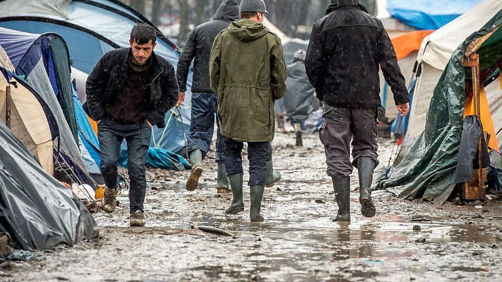 Von den französischen Behörden «Dschungel» genannt: Das wilde Flüchtlingslager bei Dünkirchen ist geräumt worden. (Archivbild)