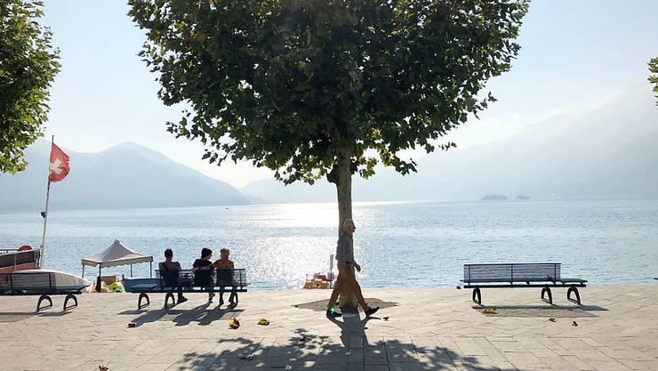 Endloser Sommer: Auch Ende Oktober steigt das Thermometer im Tessin dieses Jahr noch auf 30 Grad und mehr - wie hier am Ufer des Lago Maggiore.
