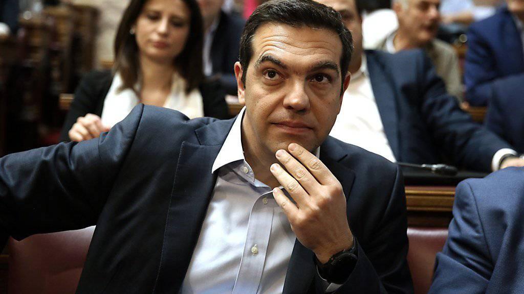 Griechenlands Regierungschef Alexis Tsiprias vor einer weiteren Kraftprobe im Parlament, das am Donnerstag über ein neues Sparprogramm befinden wird (Archiv)