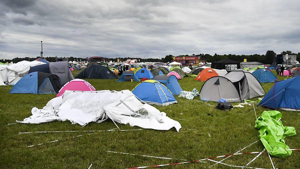 So friedlich wie es hier am letzten Tag des Bravalla Festival in Norrkoping scheint, ist der Anlass nicht verlaufen. Wegen der vielen sexuellen Übergriffen wurde die Ausgabe von nächstem Jahr abgesagt.