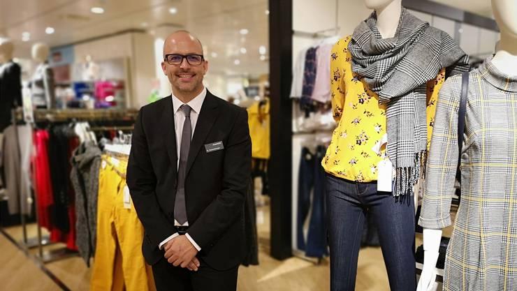 Der Luzerner Bruno Eichenberger (41) leitet seit einem Jahr die Manor-Filiale im City Märt. Er ist Chef von 100 Angestellten.