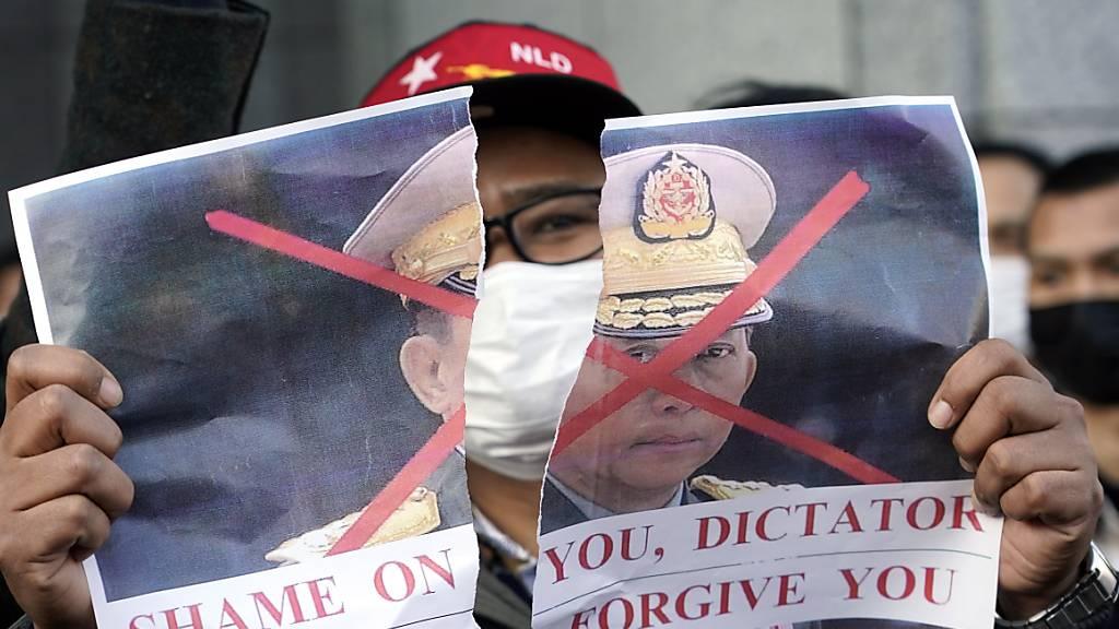Schweiz fordert Armee in Myanmar zum Abbruch ihrer Aktionen auf