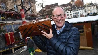 Der Basler Tourismusdirektor Daniel Egloff nimmt das Nähkästchen auf die leichte Schulter. Er hat das Lösli mit dem Begriff «Heimat» gezogen.