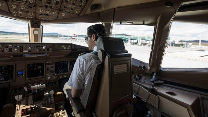 Die Swiss prüft derzeit verschiedene Sparmassnahmen, auch beim Cockpit-Personal.