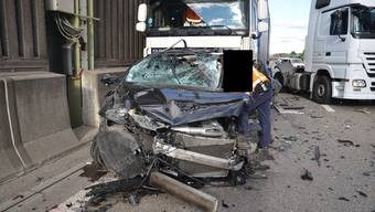 Verkehrsunfall auf der Autobahn A2 bei Muttenz fordert einen Schwerverletzten