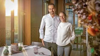 Koch Manuel und Gastgeberin Alexandra Stegmeier freuen sich über den 16. «Gault-Millau»-Punkt.