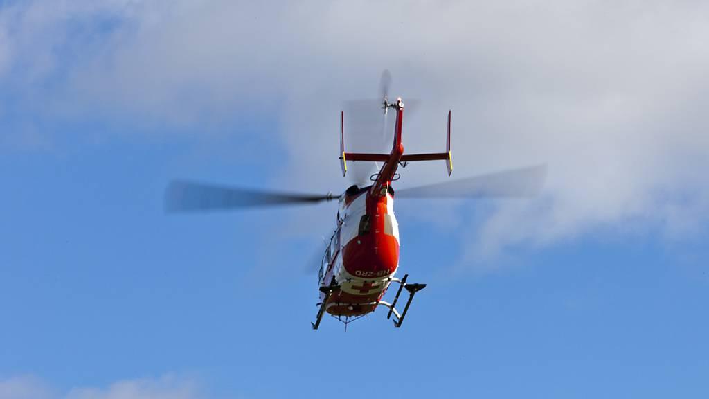 Die beiden Schwerverletzten wurden mit Helikoptern in die Spitäler gebracht. (Symbolbild)