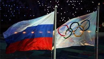 Die russische und die olympische Flagge wehen derzeit nicht unbedingt in Harmonie.Keystone
